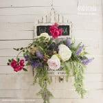Centro colgante de flores artificiales