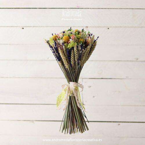 Ramo de novia con flores secas