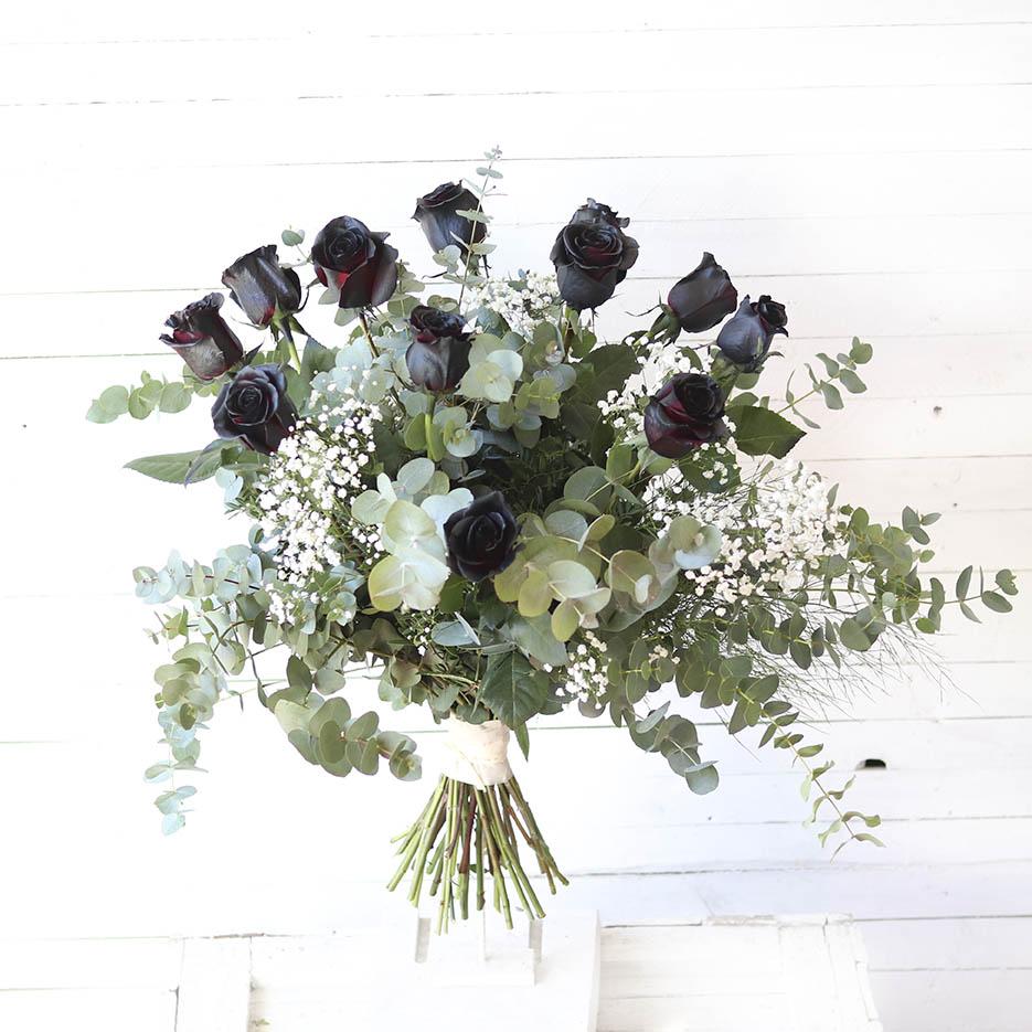 Ramo De Rosas Negras De Tallo Largo Andrómeda Floristería Creativa