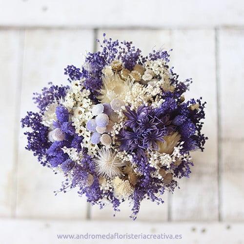 purple. ramo de novia en tonos morados